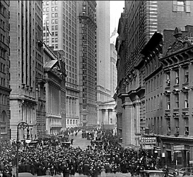 wall street crash of 1929 Extracts from this document introduction reasons for the stock market crash of the usa 1929 the crash can be attributed to various, although interchangeable, factors.